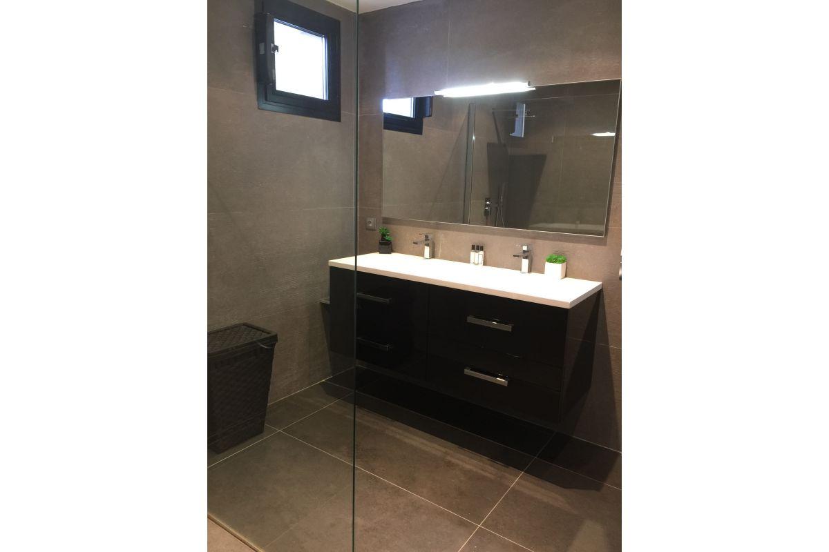 Meuble de salle de bain double vasque laqué noir