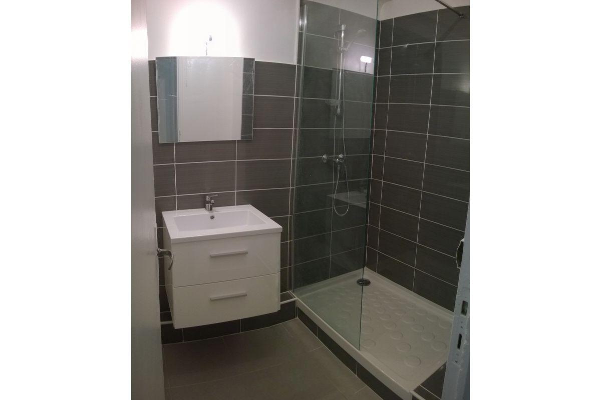 Rénovation salle de bain bac à douche 80*120 cm et meuble suspendu en 60